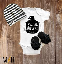 New baby shower gifts list girl 63 Ideas Cool Baby Boy Clothes, Baby Boy Outfits, Diy Clothes, Cool Baby Stuff, Baby Shower Gift List, Shower Gifts, Diy Shower, Baby Shower Shirts, Shower Baby