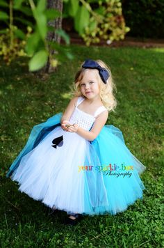 Alice in Wonderland Costume Tutu Dress- Kristi, Is this the one you were talking about? Carnaval Costume, Hallowen Costume, Cute Costumes, Halloween Costumes For Girls, Girl Costumes, Halloween Clothes, Alice Halloween, Costumes Kids, Fancy Dress