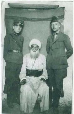 The Kurdish leader Saeed Peran with two Turkish soldiers before his execution in 1925