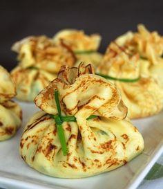 Nhammmm isso merece muito ser feito em nossa cozinha! Trouxinhas de crepe de queijo e espinafre...nussa