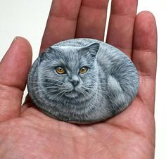 Cute Gray Cat Hand Painted With Acrylics on Natural Sea Pebble! By Rock Art Attack Painted Rock Animals, Hand Painted Rocks, Painted Stones, Animal Spirit Guides, Spirit Animal, Stone Painting, Rock Painting, Stone Glue, Decorative Rocks