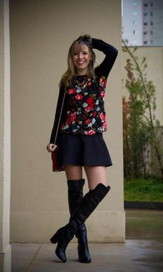 Look: PKS Girl! - Taciele Alcolea | Moda It  Moletom Floral + Saia Rodada Preta + Bota Over de Knee
