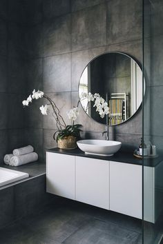 beste Badezimmer dekoration Kate and Wayne Ashford's Auckland bungalow renovation - # Beautify With Modern Bathroom Design, Bathroom Interior Design, Modern Interior Design, Bathroom Designs, Interior Ideas, Family Bathroom, Small Bathroom, Bathroom Plants, Concrete Bathroom