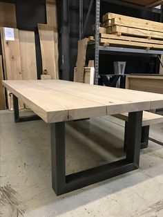 nl) The post Tafel & bank (leveninstijl.nl) appeared first on Esszimmer ideen. Metal Furniture, Industrial Furniture, Diy Furniture, Furniture Design, Modern Furniture, Wooden Dining Tables, Dining Room Table, Table Bench, Bench Vise