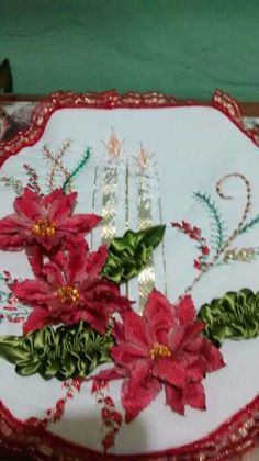 Christmas Crafts, Christmas Decorations, Table Decorations, Acrylic Painting Techniques, Ribbon Embroidery, Craft Projects, Textiles, Wreaths, Handmade