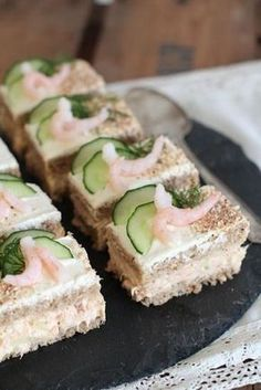 Goat Cheese Cake with Hazelnut, Easy and Cheap - Clean Eating Snacks Love Food, A Food, Food And Drink, Savoury Baking, Savoury Cake, Cheap Clean Eating, Clean Eating Snacks, Sandwich Cake, Salty Cake