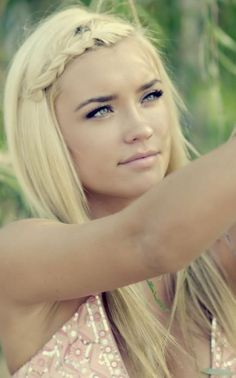 simple beautiful makeup love her hair My Hairstyle, Pretty Hairstyles, Blonde Hairstyles, School Hairstyles, Elegant Hairstyles, Braided Hairstyles, Corte Y Color, Gorgeous Hair, Gorgeous Blonde