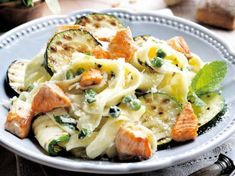Pasta, salmon and grilled zucchini Veggie Recipes, Pasta Recipes, Healthy Recipes, Kitchen Recipes, Cooking Recipes, Happy Foods, Snack, Pasta Dishes, Italian Recipes