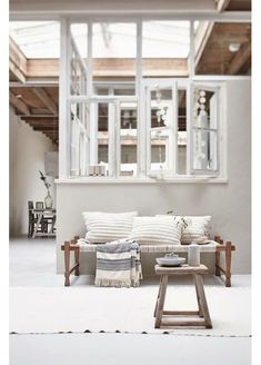 https://i.pinimg.com/736x/a2/bf/ec/a2bfecc9d63c62984780afd80fc52050--white-interiors-daybeds.jpg