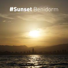 Así de bellas son las #PuestasdeSol en nuestra ciudad... Ven a comprobarlo en persona #sunset #Benidorm #mediterraneo #panoramica #SkylineBenidorm