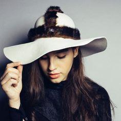 Urban warrior haarvilt hoed wit met faux fur accessoire