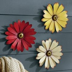 Love flowers, this would look great by the flower garden | FreshFinds.comEntertaining | Outdoor Living | Metal Wallflowers