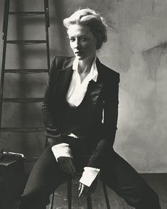 Cate Blanchett photographed by Norma Jean Roy for Vogue Magazine. Cate Blanchett photographed by Norma Jean Roy for Vogue Magazine. Cate Blanchett, Business Outfit Damen, Photography Poses, Fashion Photography, Norman Jean Roy, Kreative Portraits, Beautiful People, Beautiful Women, Looks Black