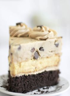 "Say it with me, ""Chocolate Chip Cookie Dough Devil's Food Cake Cheesecake."" That's a mouthful- literally! I've taken my favorite devil's food cake, layered it with cheesecake and topped it with a generous portion of chocolate chip cookie dough. Brownie Desserts, Just Desserts, Delicious Desserts, Yummy Food, Brownie Cake, Dessert Healthy, Oreo Cake, Sweet Desserts, Healthy Snacks"