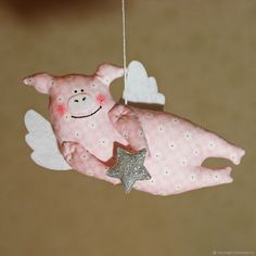 Pig Crafts, Felt Crafts, Sewing Crafts, Diy And Crafts, Sewing Projects, Felt Christmas Ornaments, Christmas Crafts, Aniversario Peppa Pig, Tilda Toy