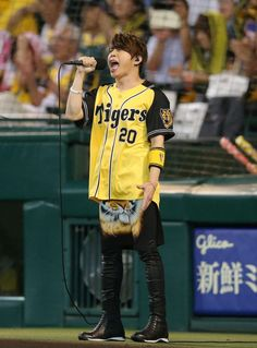 TM西川、阪神勝利に「ほんの僅かでもお役に立てば」甲子園で六甲おろし歌う - デイリースポーツ #六甲おろし #西川貴教 #甲子園