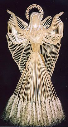 Wheat weaving is any work done with straw in an artistic manner. Pictures On String, Felt Pictures, Straw Weaving, Basket Weaving, Christmas Angels, Christmas Crafts, Christmas Stuff, Christmas Trees, Corn Dolly