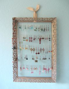 finally found this DIY Vanity Tray Earring Display tutorial Earring Storage, Jewelry Organizer Wall, Jewelry Holder, Jewellery Storage, Jewellery Display, Earing Holder, Diy Jewelry, Jewelry Box, Earing Organizer
