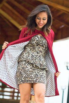 Abrigo burgandy, coat usado por fashion blogger. Encuéntralo en el closet de maja!