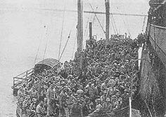 Landing in  Mocimboa da Praia. 1917 expedition.