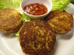 Organic Crab Cakes Recipe - Whole Lifestyle Nutrition Crab Recipes, Appetizer Recipes, Real Food Recipes, Cooking Recipes, Quinoa Cake, Organic Recipes, Ethnic Recipes, Bread Ingredients, Crab Cakes