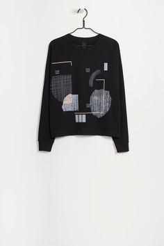 Organic fair trade heavyweight loop knit sweater. Find the brand Kowtow at Moon in Berlin. http://dressmeguideme.com/shop/moon/