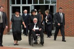 Johnny Cash Photo Gallery: June Carter Cash passed away on May Johnny Cash is seen here at his beloved wife's memorial Johnny Cash June Carter, Johnny And June, Country Musicians, Country Music Singers, John Cash, Bobby Darin, Roy Orbison, Country Music Stars, Purple Sky