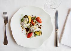 Burrata mit gebratenem Gemüse #vorspeise #antipasti Plastic Cutting Board, Panna Cotta, Ethnic Recipes, Kitchen, Food, Gourmet, Fine Dining, Fried Vegetables, Baking Center