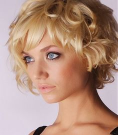 Cute short curly hairstyles with bangs for golden blonde hair Cute Short Curly Hairstyles, Popular Short Haircuts, Short Choppy Hair, Short Hair With Bangs, Curly Hair Cuts, Short Blonde, Short Hair Cuts For Women, Hairstyles With Bangs, Curly Hair Styles