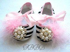 Babywiege Mädchen Schuhe Zebra Phantasie von TheBabyBellaBoutique