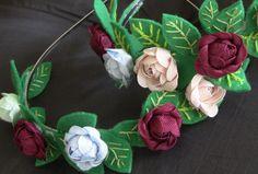 Tiara feita com flores de  tela em sianinha e feltro Passo a Passo