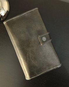 LES CRÉAS DE FRED sur Instagram: ℙ𝕠𝕣𝕥𝕖𝕗𝕖𝕦𝕚𝕝𝕝𝕖 ℂ𝕠𝕞𝕡𝕝𝕚𝕔𝕖 Quitte à faire dans les accessoires, je viens de réaliser un portefeuille « Complice » de chez @patrons_sacotin…