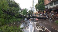 RS Notícias: Temporal causa transtornos em Porto Alegre