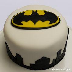 batman cake on Tumblr Batman Food, Kid Cakes, Batman The Dark Knight, Food Art, Chocolate, Superhero, Fun, Design, Kids Ca