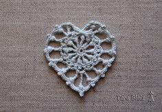 Cœur au crochet dentelle fine gris clair très doux - Fête des mères, décoration de Noël, mariage, fiançailles, : Accessoires de maison par tara-bleiz