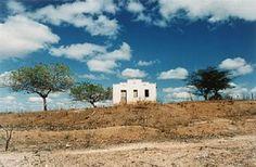 Região de Desterro, no sertão da Paraíba, em 1990, em fotografia de Anna Mariani.  Veja mais em: http://semioticas1.blogspot.com/2011/08/onde-moram-os-anjos.html