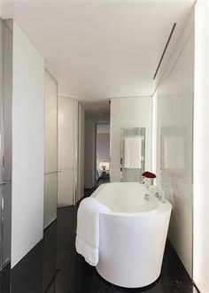 Hotel Design Idea: ME London Hotel's Beauty: Modern Bathroom White Interior Contemporary ME Hotel London Bathroom Wall Art, Bathroom Spa, Bathroom Remodeling, Bathroom Furniture, Remodeling Ideas, Small Bathroom, Master Bathroom, Bathroom Ideas, London Hotels