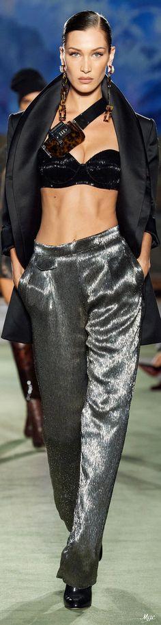 Catwalk Fashion, Grey Fashion, Fashion 2020, Timeless Fashion, Fashion Show, Fashion Design, Fashion Trends, Womens Fashion, High Class Fashion