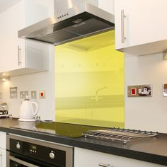 White Cosmos Speckle Glass Splashback In X Glass Kitchen, New Kitchen, Kitchen Dining, Kitchen Cabinets, Kitchen Ideas, Kitchen Yellow, Printed Glass Splashbacks, White Cosmo, White Cupboards