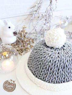 Ce magnifique gâteau ressemble à s'y méprendre à un bonnet en laine ! un turoiel en pâte à sucre tout simple
