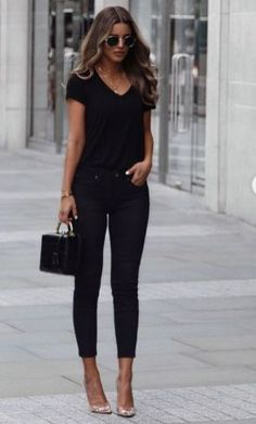 Things Your All Black Outfit For Work Casual Street Style Simple 88 Image source All Black Outfit For Work, All Black Outfits For Women, Black And White Outfit, Jeans Outfit For Work, Summer Work Outfits, Casual Work Outfits, Black Women Fashion, Mode Outfits, Chic Outfits