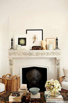 If you've been looking for a spring home update on a budget, these tips are for you! 5 Coffee Table Styling Tricks to Refresh Your Living Room - HOUSE of HARPER #coffeetable #livingroom #classicdecor