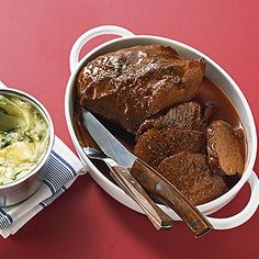 Rinderschmorbraten Here you will find a recipe for the classic braised beef without much frills. It doesn't need it either, because the roast speaks for itself. Quick Pork Chop Recipes, Pork Recipes, Whole Food Recipes, Crockpot Recipes, Beef Pot Roast, Braised Beef, Carne Asada, Healthy Pork Chops, Baked Pork