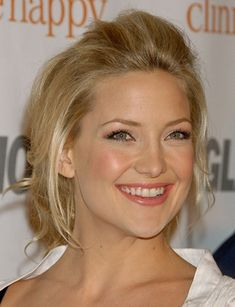 Fresh makeup in the peachy/pink colors ~ Kate Hudson