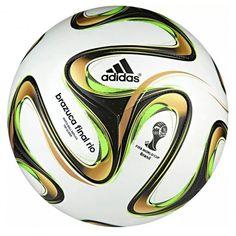 Deze #Brazuca Final Rio Top Glider #voetbal van @adidas is de replica van de officiële wedstrijdbal. Deze bal is speciaal ontworpen voor de finale van het #WK2014. #dws