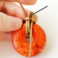 Artistic Life: Cat Claw Knot for Donut Pendants - Artistic Life: Cat Claw Knot for Donut Pendants - Celtic Knot Jewelry, Jewelry Knots, Bracelet Knots, Macrame Jewelry, Wire Jewelry, Jewelry Crafts, Jewellery, Bracelets, Homemade Jewelry