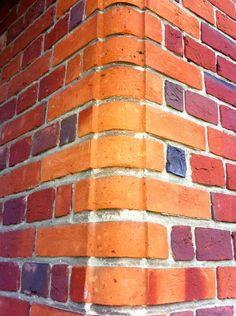 Shaped corner detail Brick Images, Brick Bonds, Brick Detail, Brick Architecture, Building Facade, Brickwork, Red Bricks, Terracotta, Design Elements