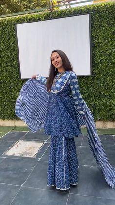 Sharara Designs, Kurta Designs Women, Simple Pakistani Dresses, Pakistani Dress Design, Stylish Dresses For Girls, Stylish Dress Designs, Designer Party Wear Dresses, Indian Designer Outfits, Anarkali