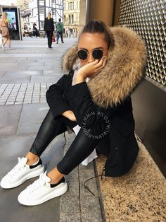 Fur jacket Alexander mcqueen sneakers - Fur jacket Alexander mcqueen sneakers Source by - Winter Fashion Outfits, Fall Winter Outfits, Autumn Winter Fashion, Trendy Outfits, Mens Winter, Fashion Clothes, Fashion Shoes, Alexander Mcqueen Sneakers, Sneakers Mode