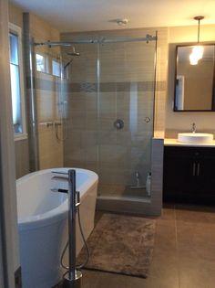 Salle de bain Bathtub, Bathroom, Floor, Bath, Woodwind Instrument, Standing Bath, Washroom, Bath Tub, Bath Room